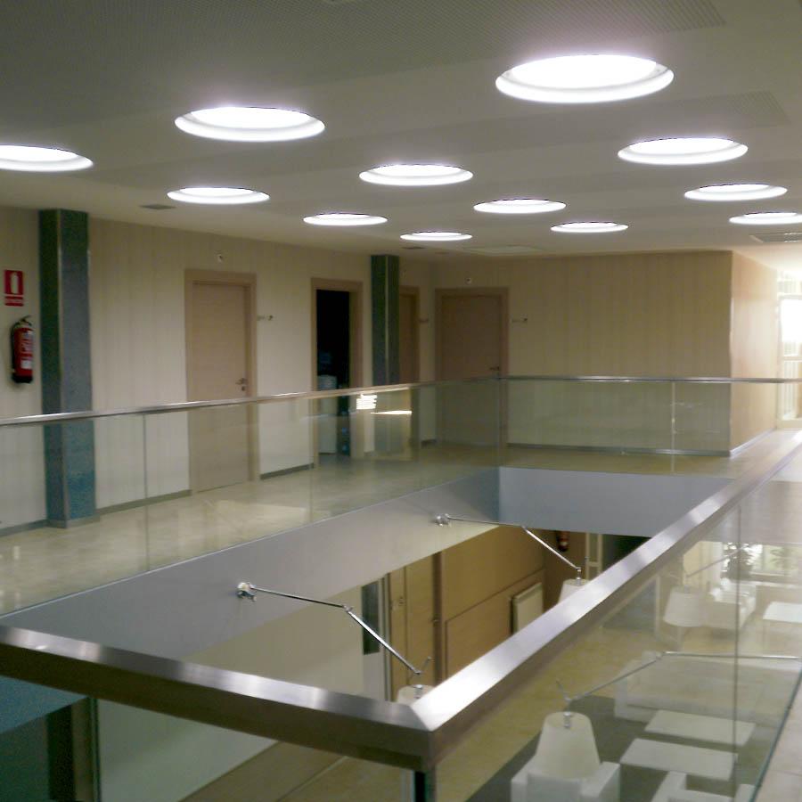 Luz natural en oficinas y naves im genes de iluminaci n - Sistemas de iluminacion interior ...